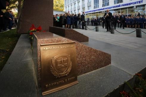 Юрий Чайка заложил в Екатеринбурге капсулу времени