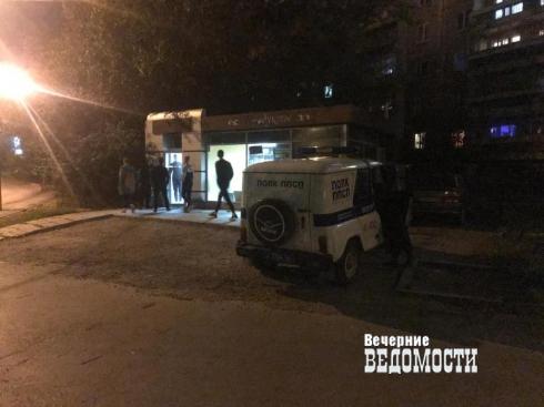 В Екатеринбурге руководство школы в борьбе с пивным киоском заручилось поддержкой общественников. Полиция не осталась в стороне