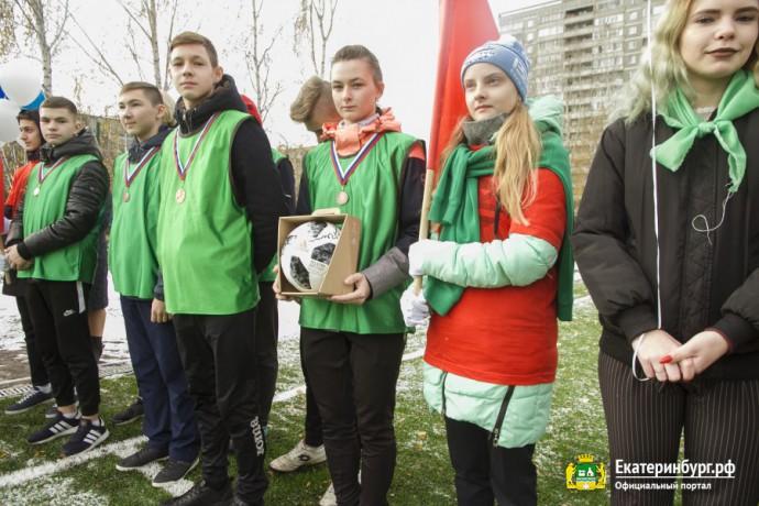 Александр Высокинский открыл школьный стадион на Бебеля