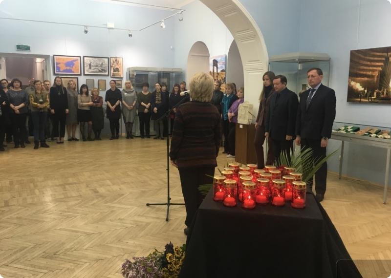 В Екатеринбурге почтили память жертв в Керчи