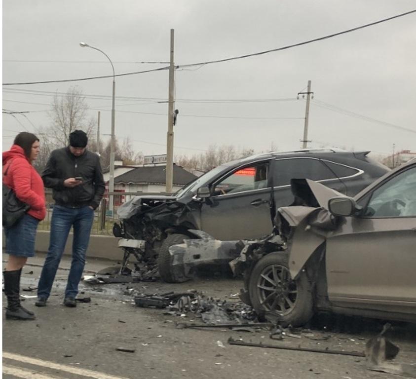 Жёсткая автомобильная «заруба» на улице Щербакова в Екатеринбурге, но, к счастью, обошлось без жертв