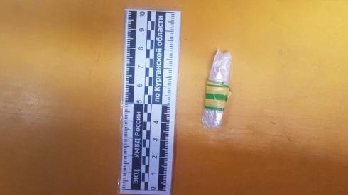 В Шадринске силовики задержали наркоторговца, который сбывал наркотики на детской площадке