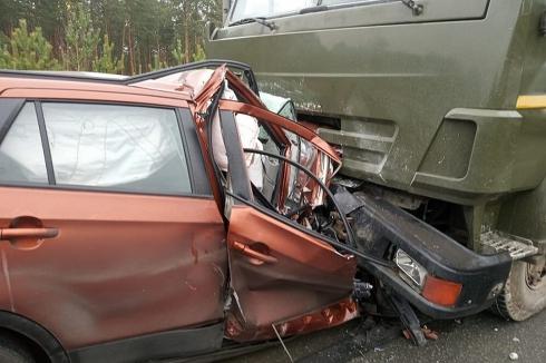 Три человека погибли в столкновении КамАЗа и Suzuki на ЕКАД