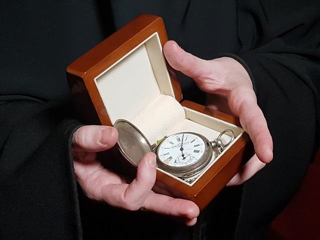 Гражданин Ревды принёс вмонастырь часы царского мед. сотрудника Евгения Боткина