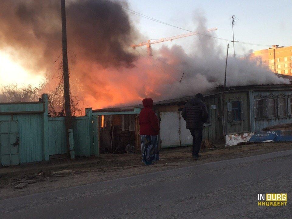 Утром на Авиационной горел частный дом: повреждены стены и кровля