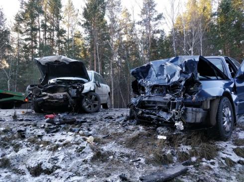 В Курганской области столкнулись лоб в лоб Hyundai и Subaru: шестеро раненых, один пассажир погиб