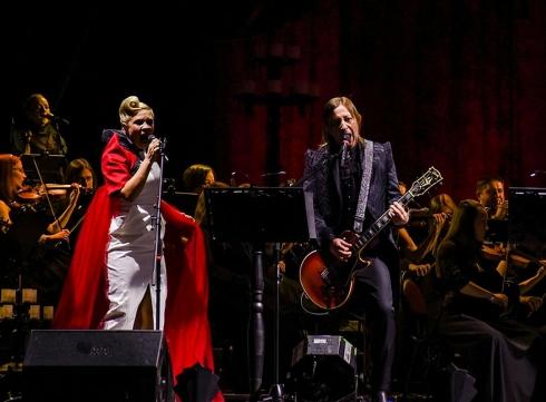 «Взорвали» город: в Екатеринбурге выступили Би-2 с симфоническим оркестром
