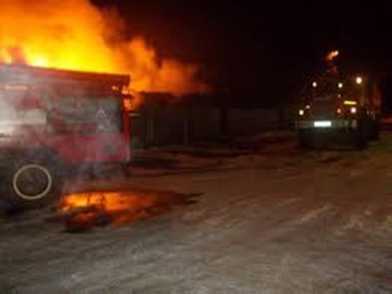 Крупный пожар случился прошедшей ночью в Берёзовском: горела пилорама