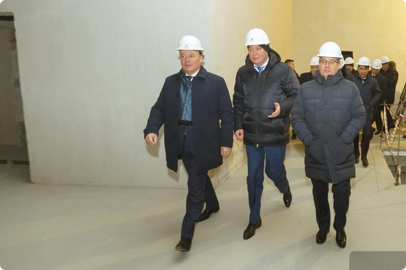 Министр строительства и ЖКХ России осмотрел строящийся в Екатеринбурге конгресс-центр
