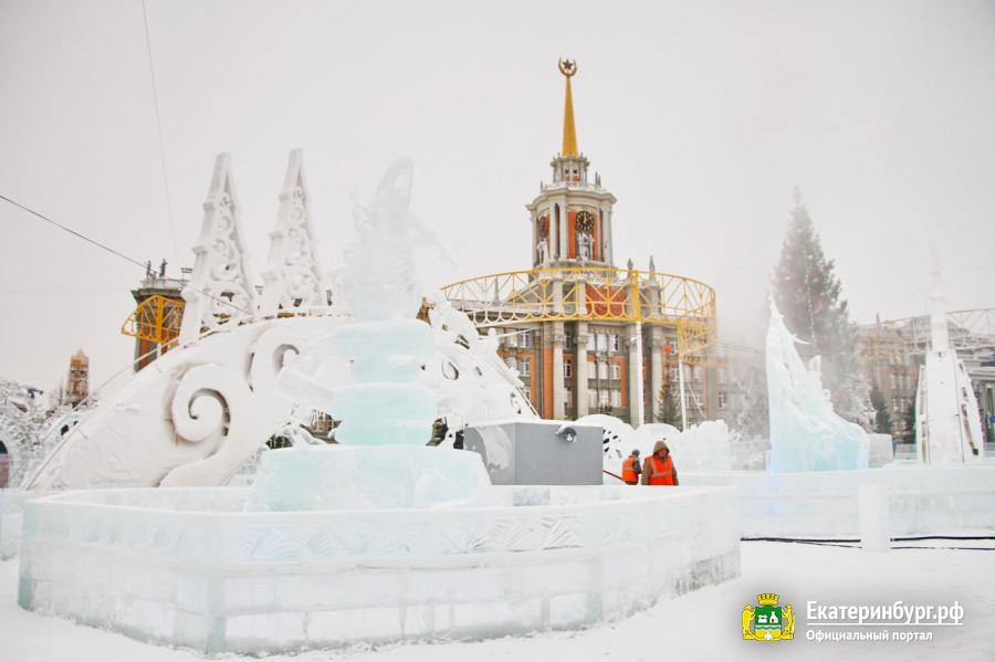 «Настоящая зимняя сказка»: мэр Екатеринбурга проверил готовность ледового городка