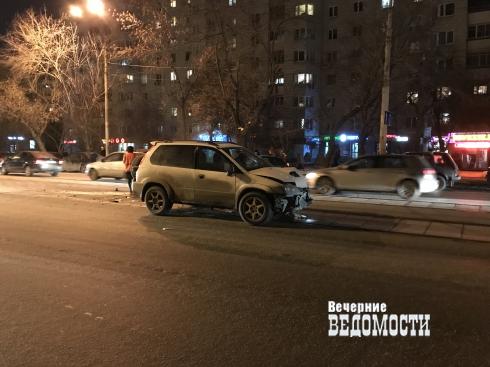 В Екатеринбурге на улице 8 Марта произошла авария