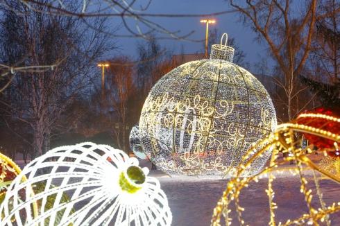 «Рождественский сквер» открылся на площадке перед Театром драмы в Екатеринбурге