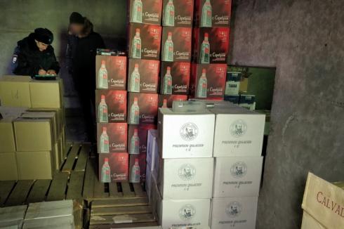 За три дня зауральские силовики изъяли 8 тысяч литров контрафактного алкоголя