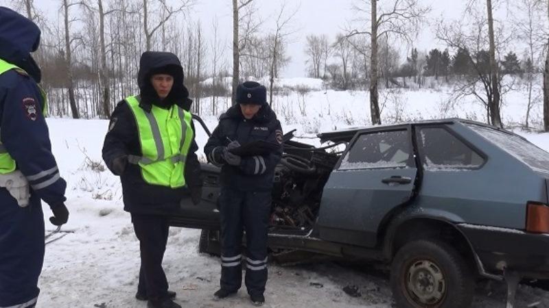 Серьёзное ДТП с пострадавшими произошло на трассе между Нижним Тагилом и Нижней Салдой