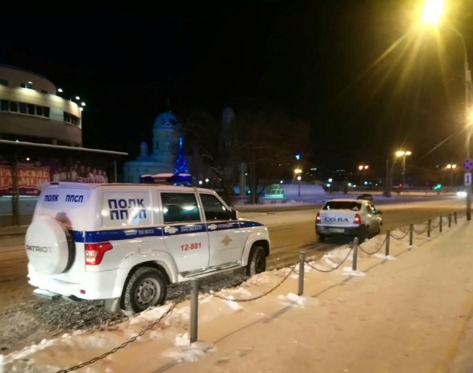 Прошедшей ночью в Екатеринбурге загорелся СКБ-банк на Куйбышева