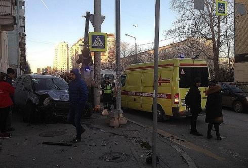 Двухлетний малыш, который пострадал в ДТП на Фурманова в Екатеринбурге, встретил Новый год в больнице