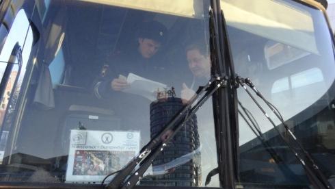 В Екатеринбурге сотрудники Госавтоинспекции проверяют автобусы, перевозящие детей