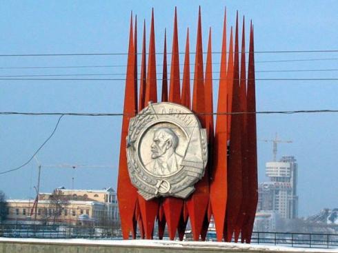 Хотя бы изо льда: в Екатеринбурге вновь появилась Краснознамённая группа