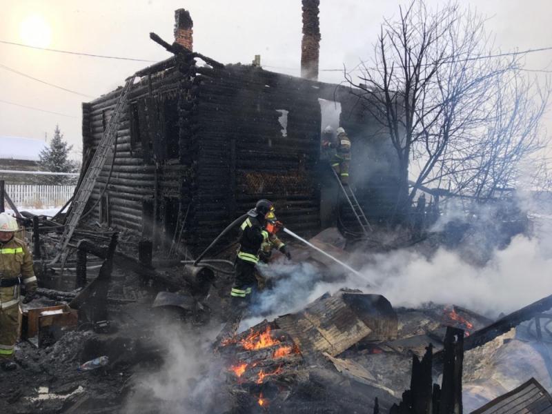 Две женщины были спасены из загоревшегося под Екатеринбургом дома