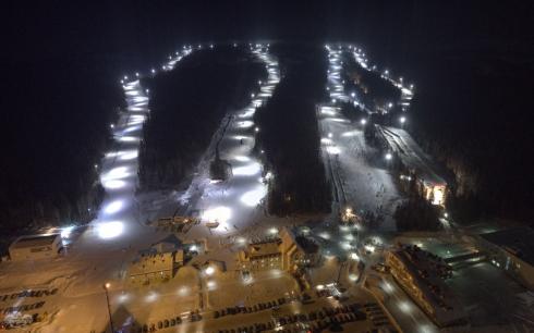 Как сотни звёзд: массовый спуск сноубордистов и лыжников с фонариками прошёл под Нижним Тагилом