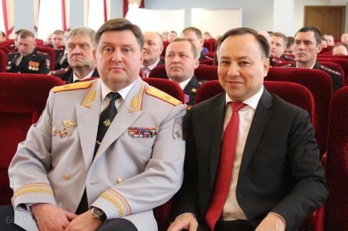 В свердловском полицейском главке отличившимся сотрудникам вручили почётные грамоты МВД
