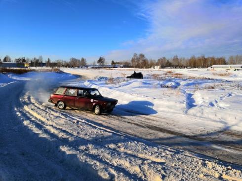 Снежное ралли на грунтовой трассе провели в субботу под Екатеринбургом