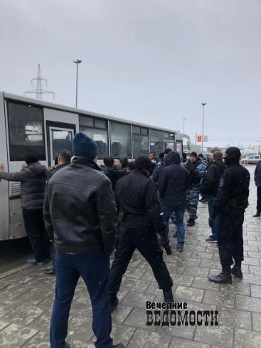 В Екатеринбурге силовики на рынках задержали более 150 гастарбайтеров