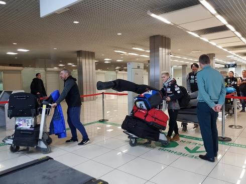 700 кг лыж и 2 тонны обмундирования: на Урал прибыли участники мирового турнира по прыжкам с трамплина