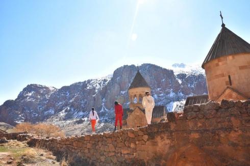 Свердловчан с погонами и без зовут в Армению на майские праздники
