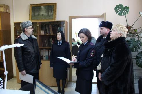 Замглавы свердловского ГУ МВД посетил с проверкой миграционный отдел Ревды