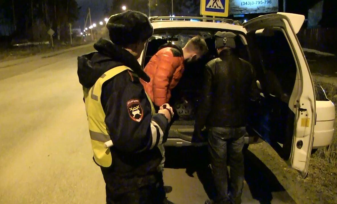 На въезде в Екатеринбург в трех автомобилях нашли наркотики
