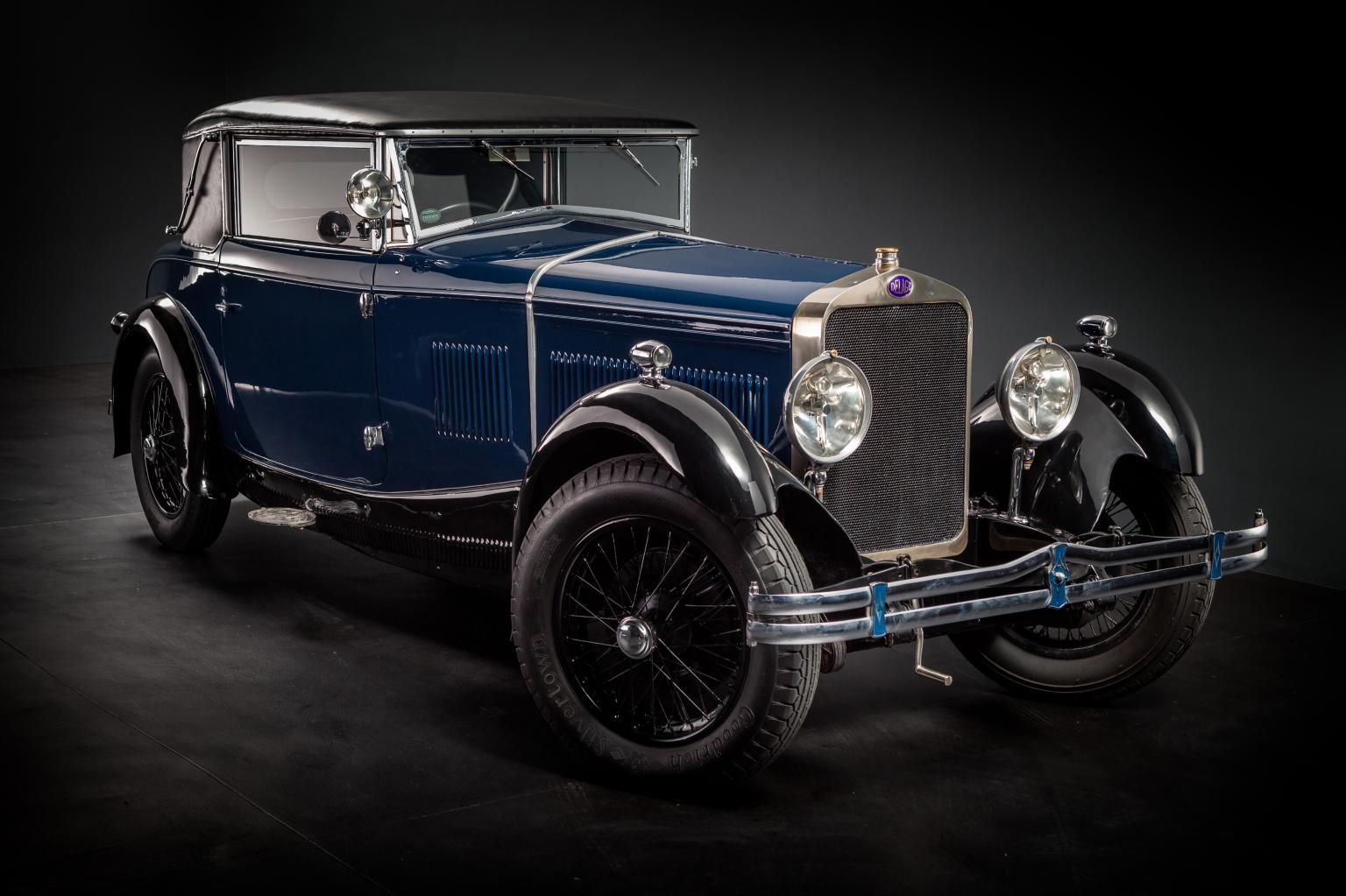 В Екатеринбурге прошел баттл 100-летних автомобилей