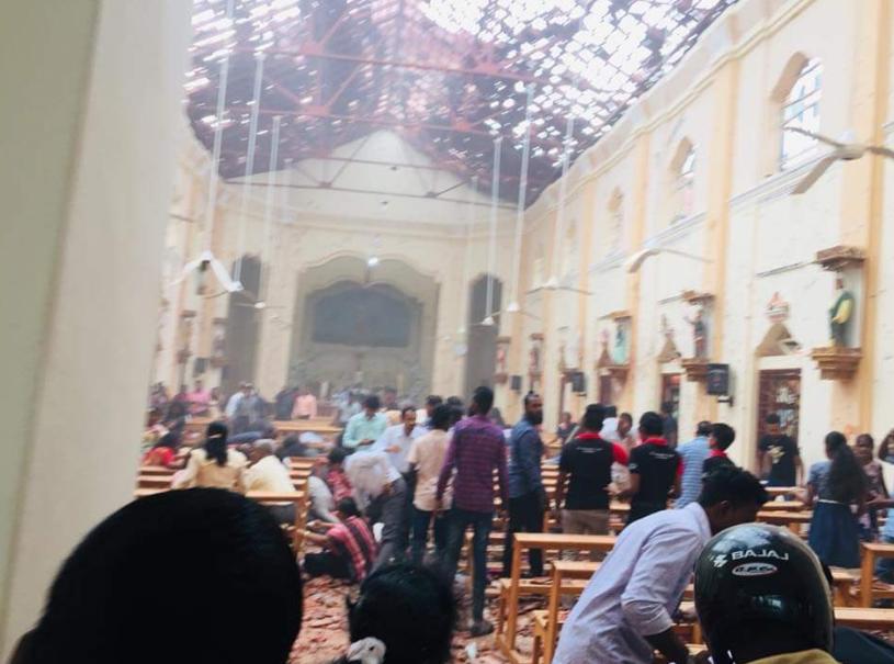 Более 50 человек стали жертвами взрывов во время празднования Пасхи на Шри-Ланке