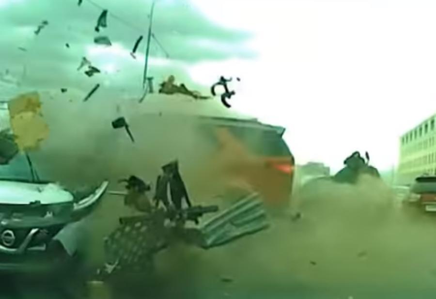 Жуткая авария в Тюмени попала на видео