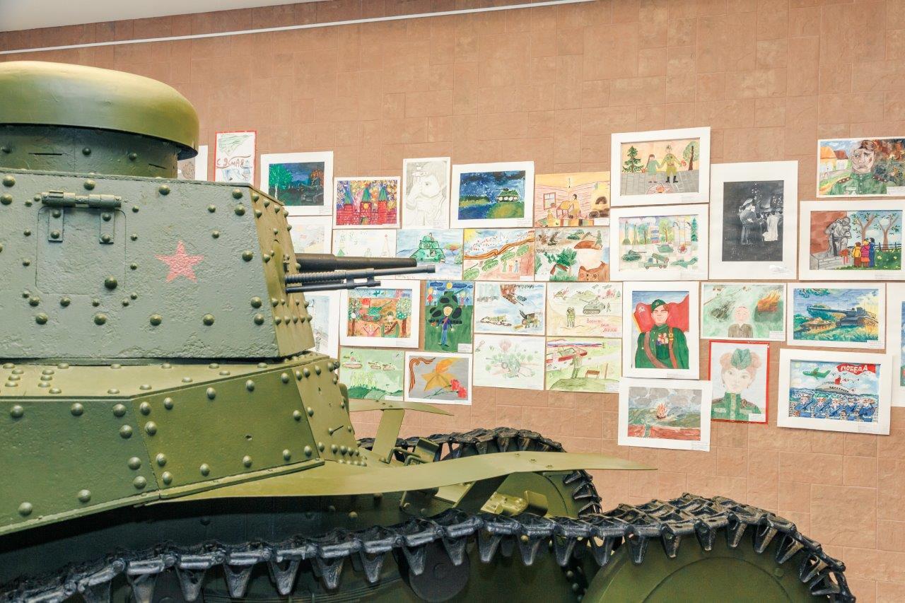 В преддверии 9 Мая в Музее военной техники УГМК наградили победителей детского патриотического конкурса