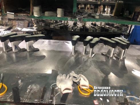 Оперативники свердловского ОБОП накрыли подпольный цех, где штамповали контрафактные Adidas и Nike