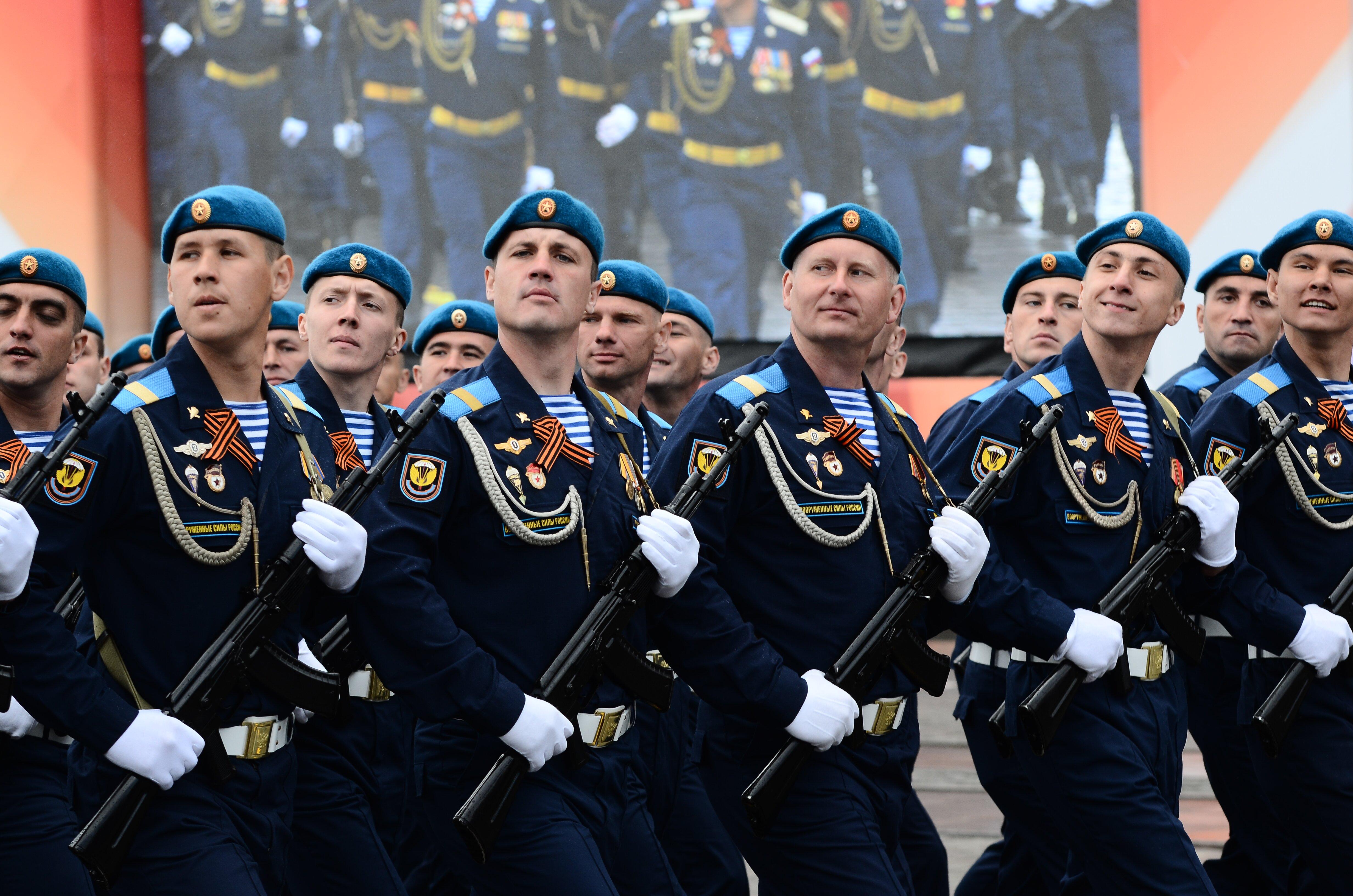 В Екатеринбурге прошел парад Победы (ФОТО)