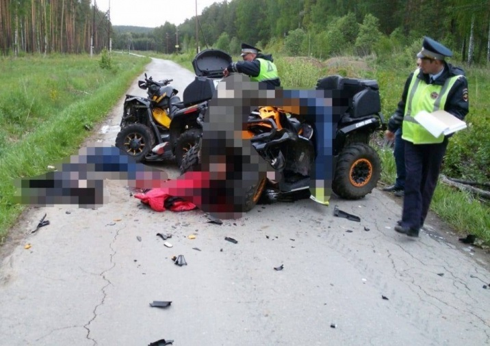 Мальчик скончался на месте: в Свердловской области отец с сыном перевернулись на квадроцикле