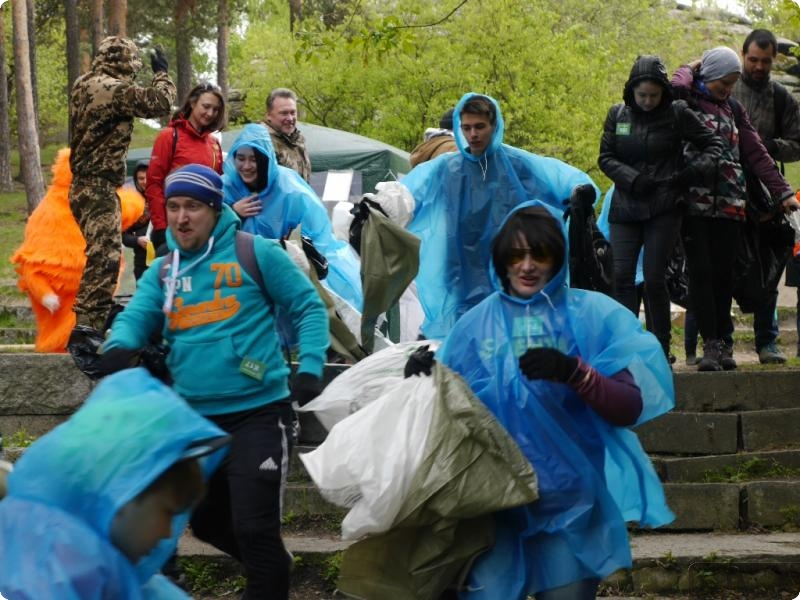 На «Чистых играх» в Шарташском лесопарке собрали более 100 мешков мусора