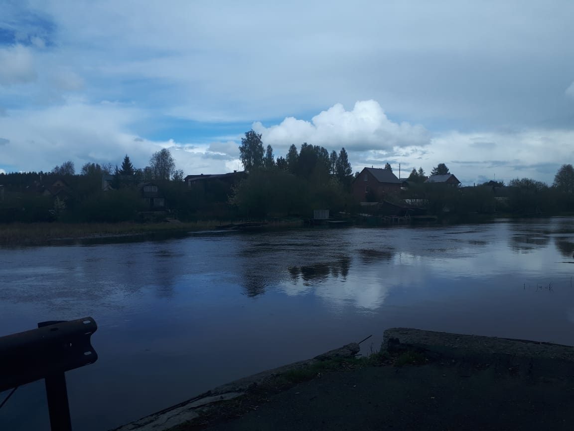 В Екатеринбурге продолжаются поиски второго мужчины, предположительно, утонувшего в Верх-Исетском пруду
