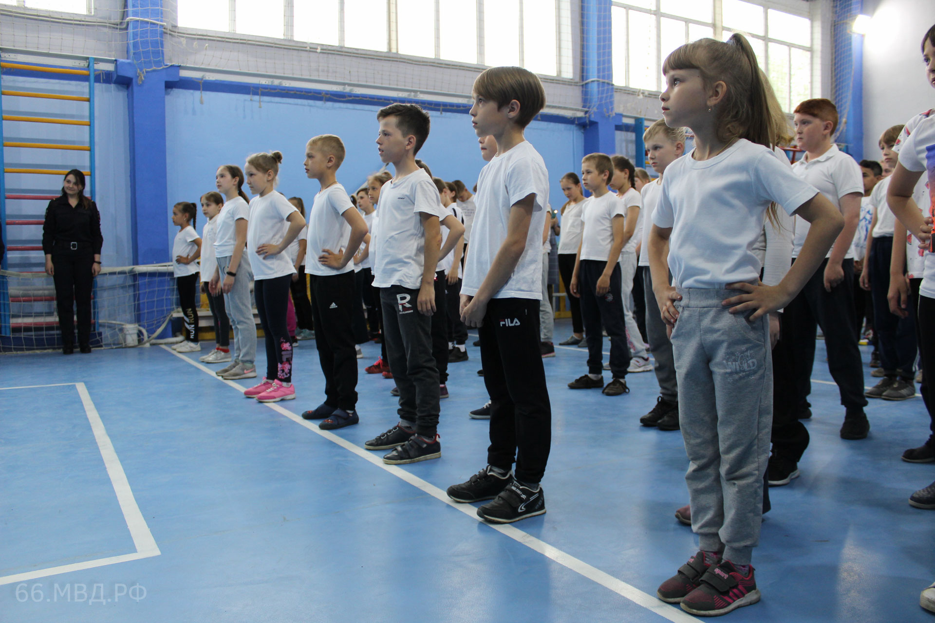 Полицейские отряда специального назначения «Гром» провели занятие в сысертской школе