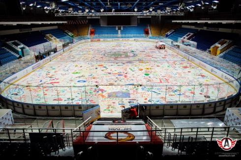 В Екатеринбурге болельщики «Автомобилиста» сегодня вновь раскрасят лёд КРК «Уралец»