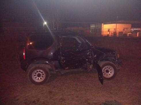 Мужчина впал в кому: в Нижнем Тагиле байкер влетел во внедорожник, который выехал на красный
