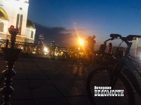 На Вознесенской горке в Екатеринбурге вместе с кальянщиками появился нелегальный киоск