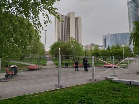Сквер, где построят храм святой Екатерины, огородили забором