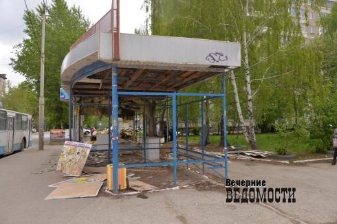На Уралмаше демонтировали два незаконно установленных киоска