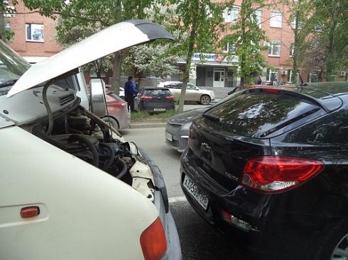 Отвлёкся на звонок: в Екатеринбурге произошло ДТП с участием автобуса, «ГАЗели» и иномарки