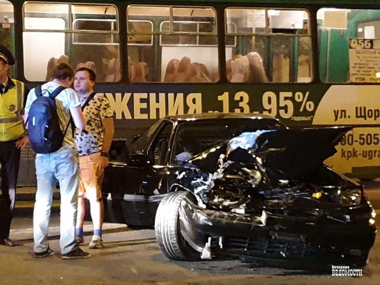 В Екатеринбурге произошло ДТП с участием Toyota Supra и 056 автобуса