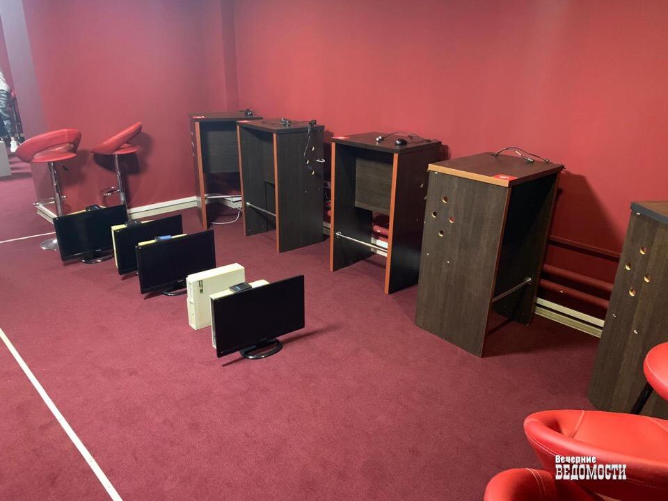 В Нижнем Тагиле полицейские изъяли оборудование из майнинг-центра, где посетители увлекались азартными играми