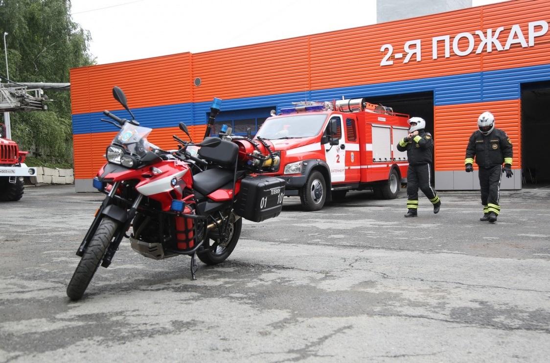 Бригада МЧС показала журналистам свои новые мотоциклы